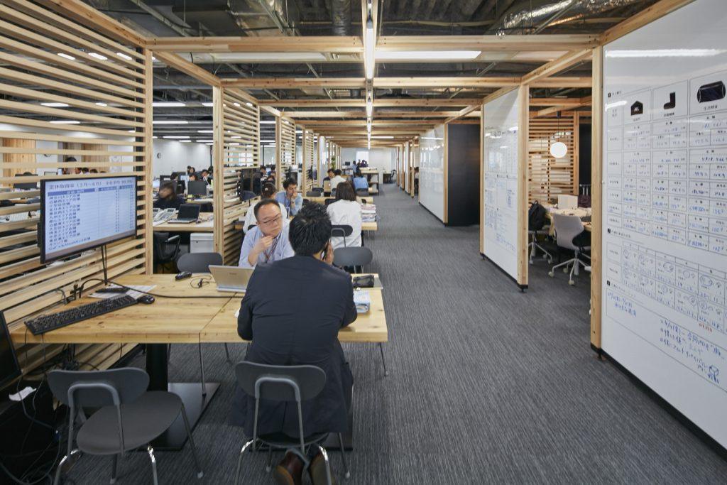 スギの端材などを活用した株式会社良品計画のオフィス